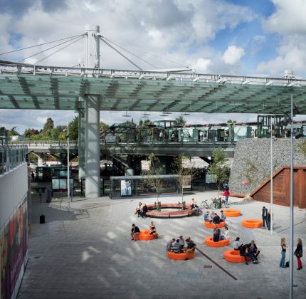 AART og Out-sider skaber byrumsmøblet LOOP af plastaffald.