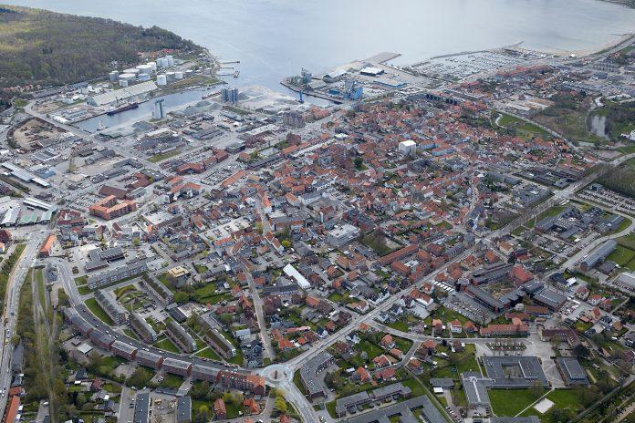 Aabenraa Kommunes projekt består af en udvikling, konkretisering og vurdering af tre-fire scenarier for de bynære havnearealer i Aabenraa.