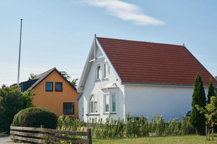 Huspriser falder, fordi sælgerne giver større afslag i prisen. Foto: Boligsiden.
