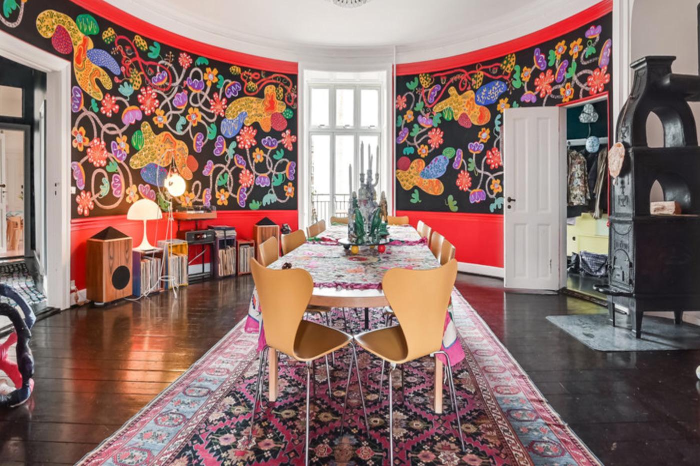 Tal R havde selv dekoreret den 264 kvadratmeter store lejlighed på indre Østerbro, som han solgte for 13,25 millioner kroner. Foto: Claus Borg & Partner.