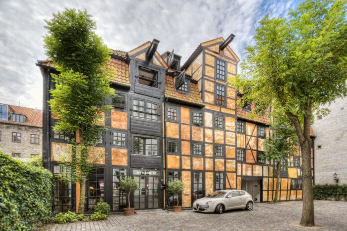 Vision Properties køber bevaringsværdige ejendomme i hjertet af København. Her ses Nyhavn 16, der indgår i handlen. Foto: PR.